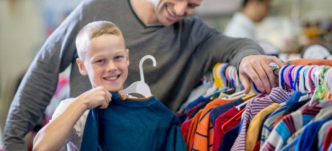 Begagnade barnkläder är på modet.